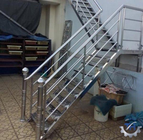 gia công tấm inox để làm cầu thang