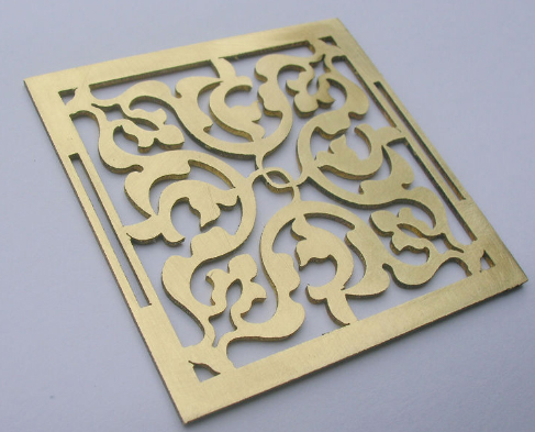 tranh kim loại sử dụng công nghệ cắt laser