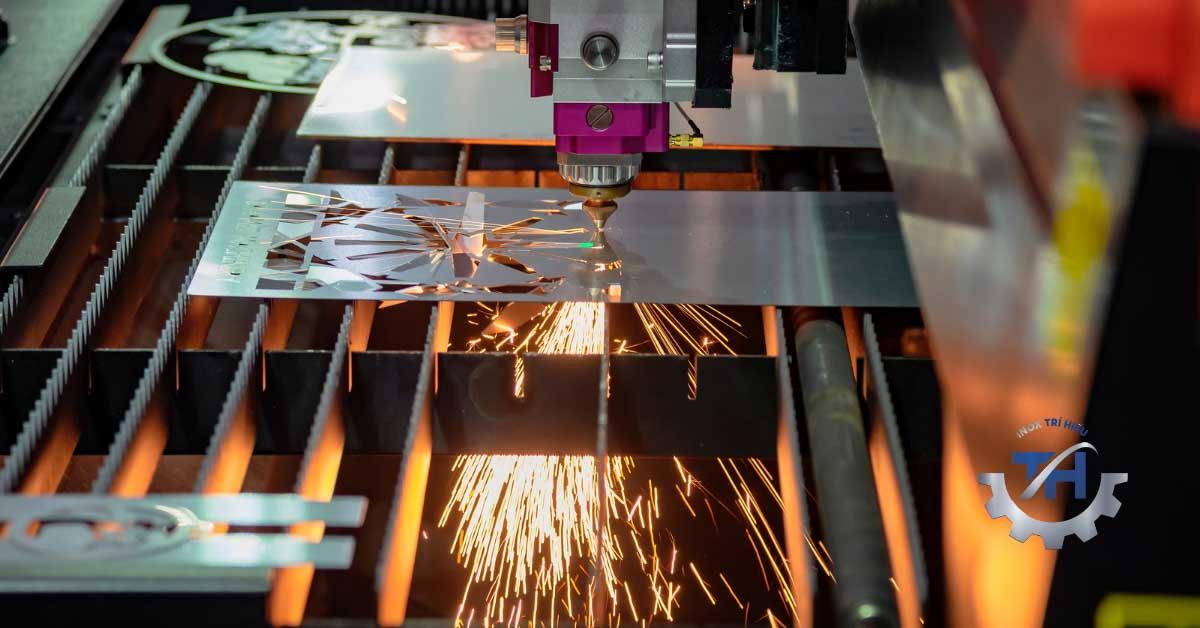 gia công cửa sắt cắt cnc kim loại